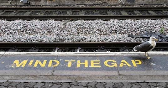 mind-the-gap train track image